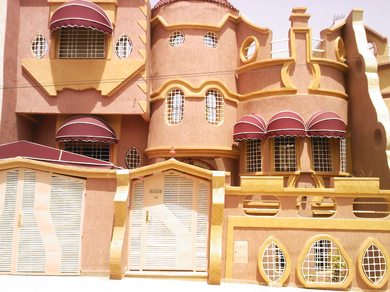 Villa vendre oujda maroc avec piscine vente villa for Achat maison neuve pas cher