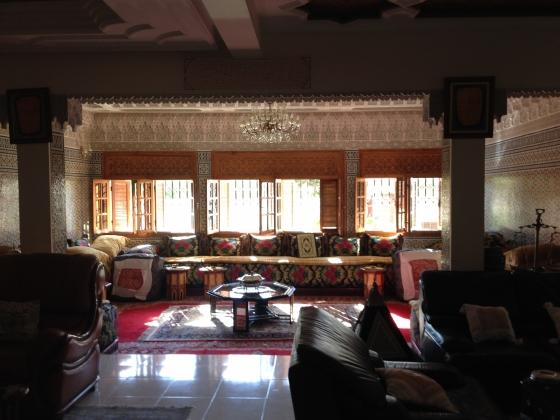Vente villa fes maroc route de fes marrakech villa for Decoration maison au maroc